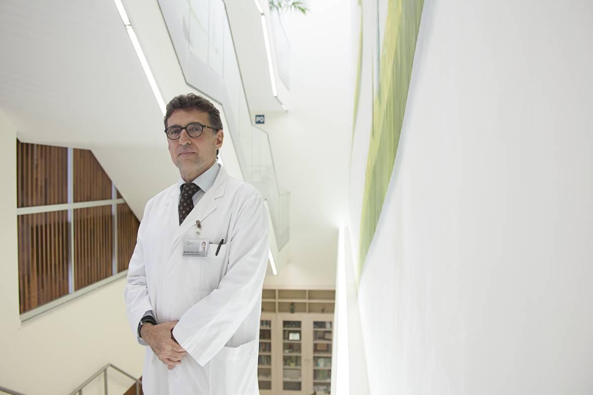 Xavier Montalbán, jefe de Servicio de Neuroinmunología Clínica del Hospital Valle de Hebrón de Barcelona (FOTO: Jaume Cosialls).