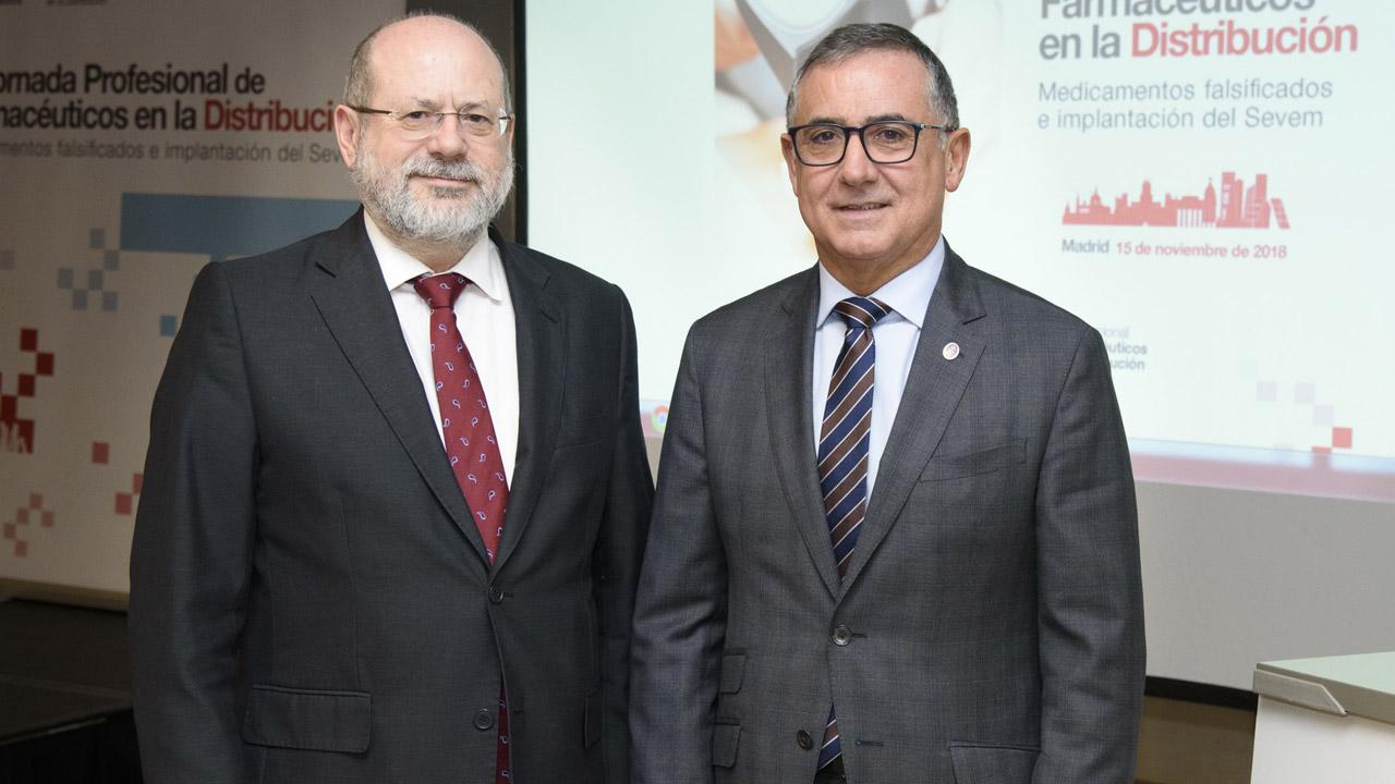 Luis Amaro, vicepresidente del Consejo General de Colegios Farmacéuticos, y José Ramón López, vocal nacional de Distribución.