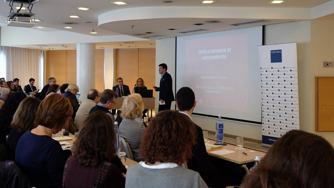 Manel Rabanal, jefe de la Sección de Vigilancia y Publicidad de los Medicamentos del Servicio de Ordenación y Calidad Farmacéuticas del Departamento de Salud de la Generalitat de Cataluña, en una jornada organizada por el bufete Escura y Fefac.