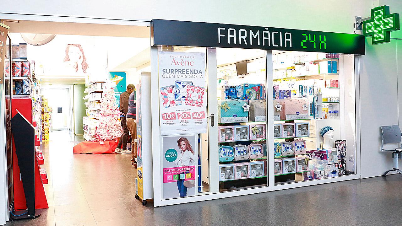 Imagen de la farmacia cerrada en el Hospital Beatriz Ângelo, en Loures (Portugal).