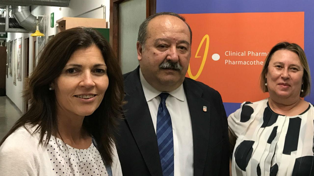 Pilar Modamio, Eduardo L. Mariño y Cecilia Fernández Lastra, integrantes de la Unidad Funcional de Farmacia Clínica y Atención Farmacéutica de la UB.