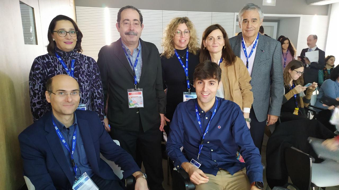 Sentados: José Antonio Costa y Hernán Ramos. Detrás: Ingrid Ferrer, Francisco Javier Atienza, Gema Escribá, Montserrat Lage (presidenta de Sefac La Coruña), y Vicente Gasull.