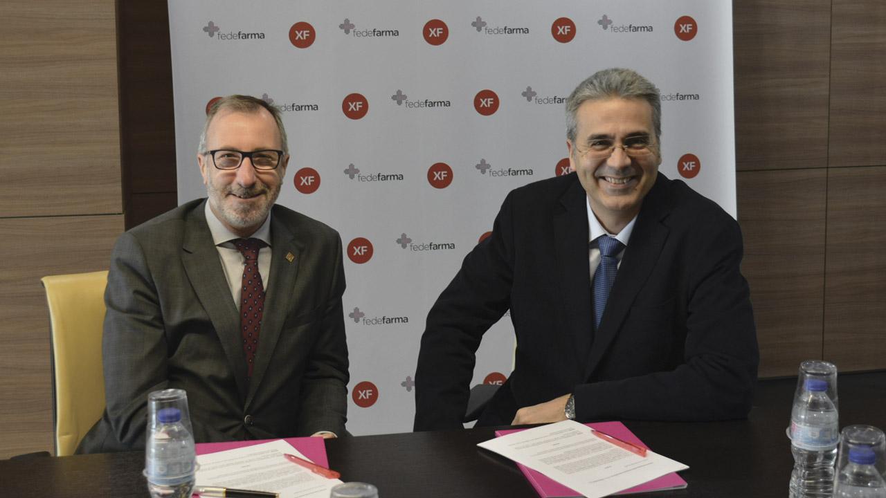 El presidente de Fedefarma, Vicenç J. Calduch, y el de XarxaFarma, Lluís Pla Cama, tras la firma del acuerdo.