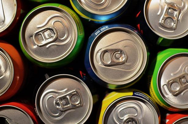 Los jóvenes, el grupo que consume más hidratos de carbono procedentes de bebidas